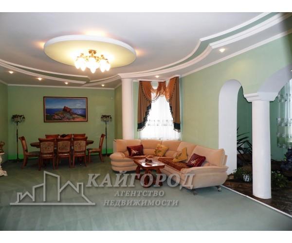Просторная квартира с дизайнерским ремонтом,в спальном районе города
