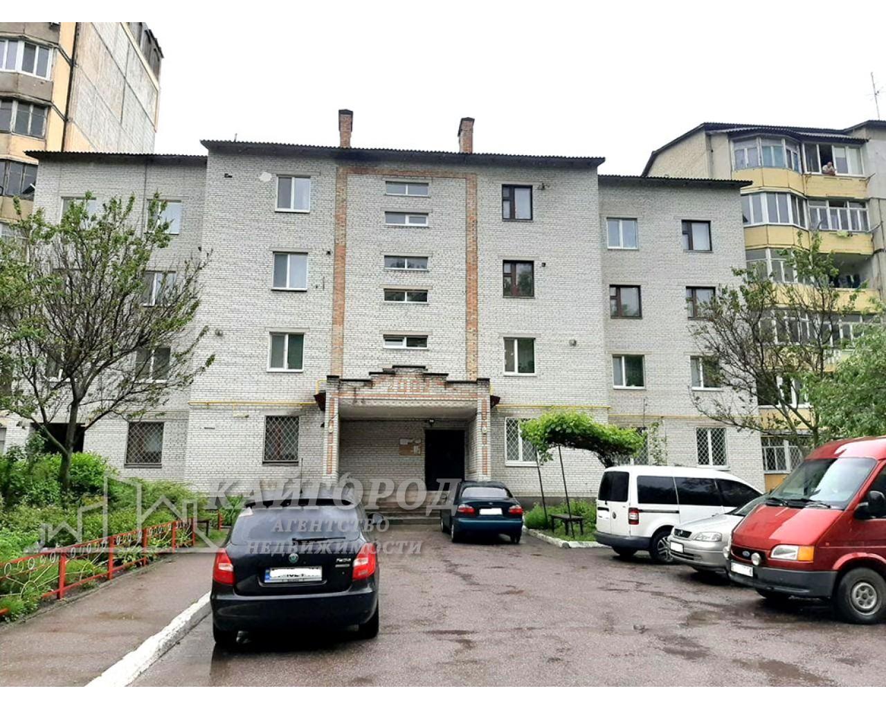 Продается  большая однокомнатная квартира в кирпичном доме с автономным отоплением!