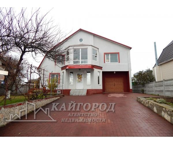 Продается шикарный, комфортный двухэтажный особняк у озера в с. Малая Михайловка.