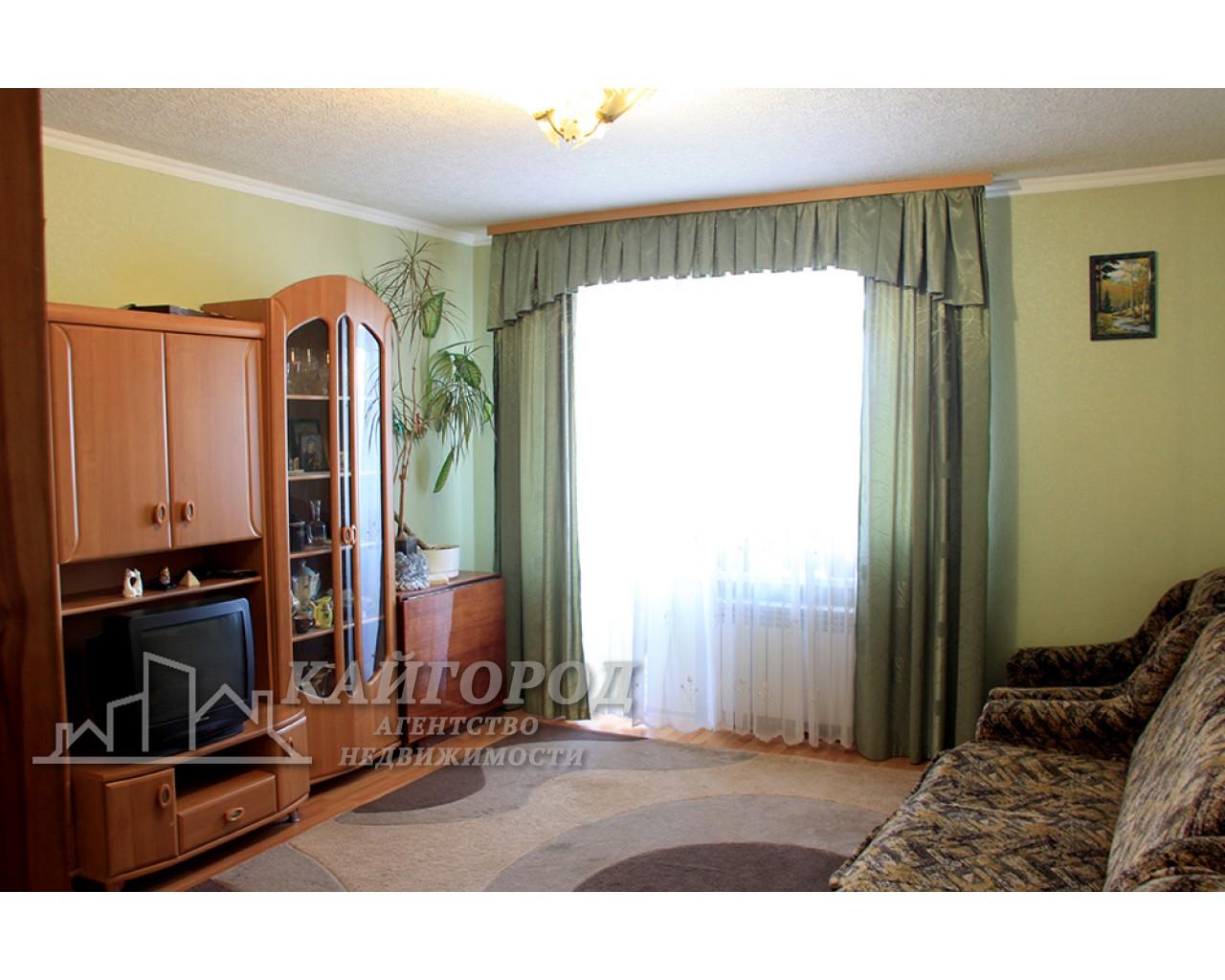 Продам 3-х комнатную квартиру в кирпичном доме по улице О.Гончара