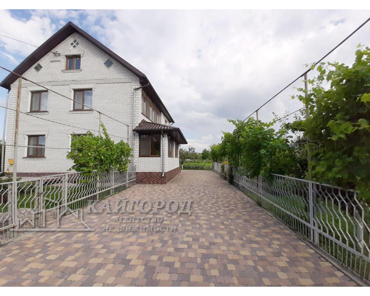 Продам капитальный дом рядом с городом в селе Шкаровка!