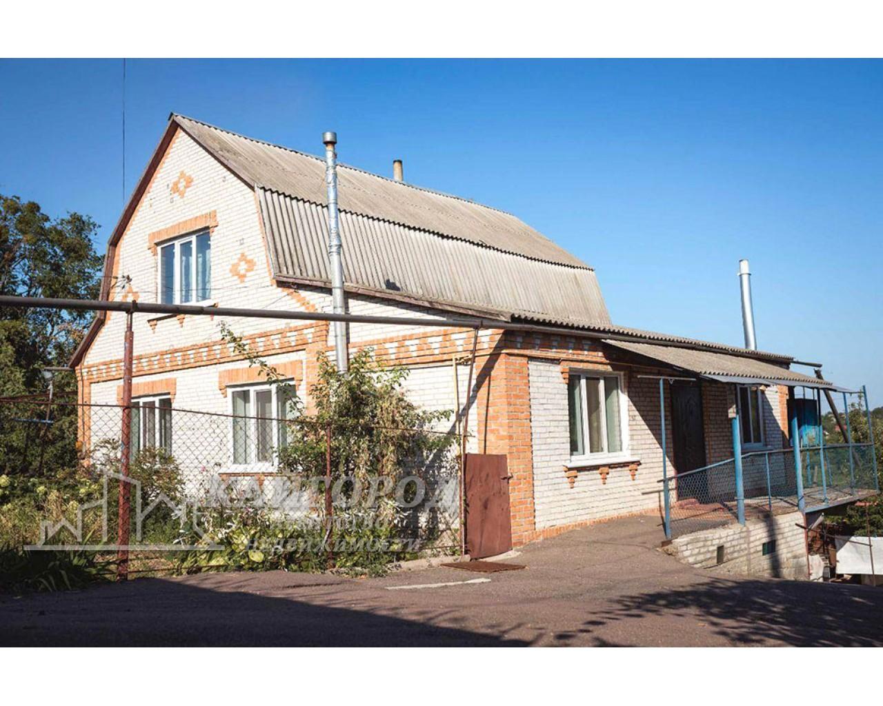 Продается просторный дом с изумительный видом в селе Шкаровка
