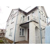 Двухэтажный кирпичный  дом в центре с. Острийки